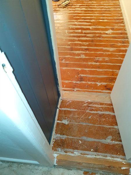 Ældre gulv tidligere arbejde - før
